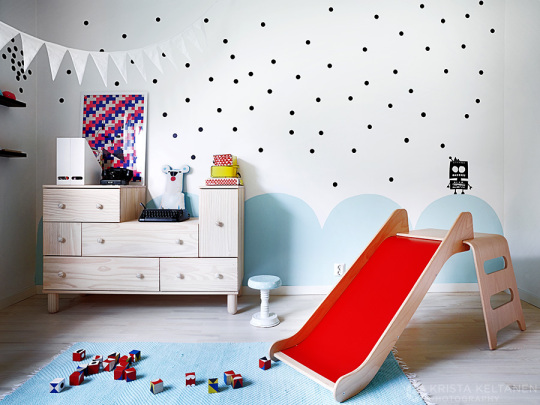 modern-finish-home_wood_white_vivid-colors_kids-bedroom