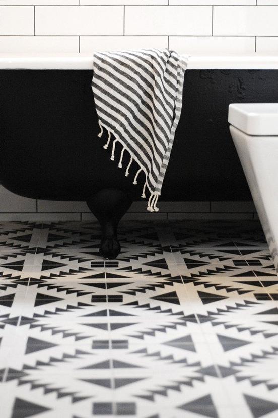 29th_Ave_Bathroom_Makeover_Curbly_05_large_jpg